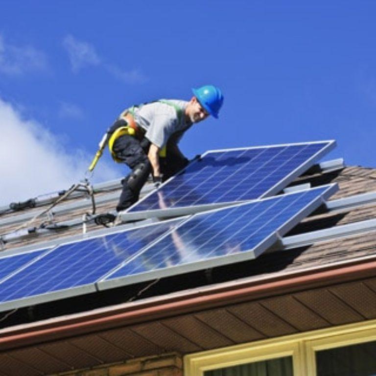 pose installation raccordement panneaux solaires photovoltaiques